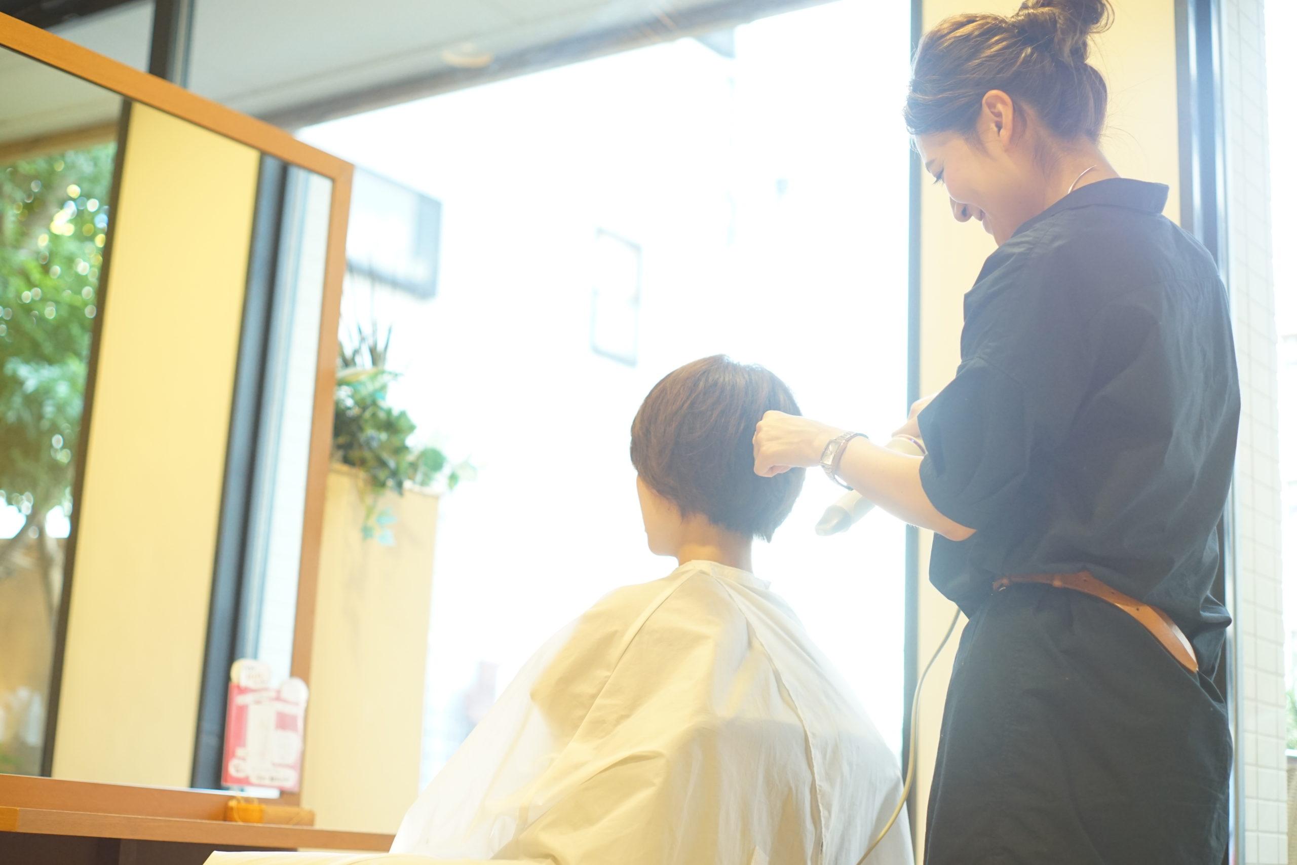 レッスン・カリキュラムをしっかりこなしてお客様に愛される美容師になろう